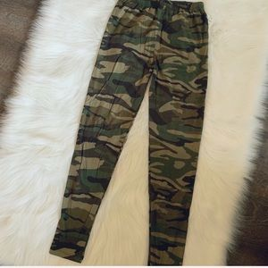 NWT Camo leggings